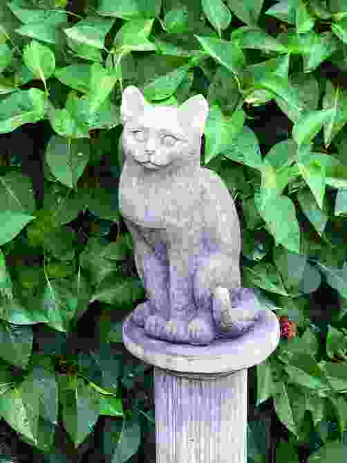 Kitty Cat Statue