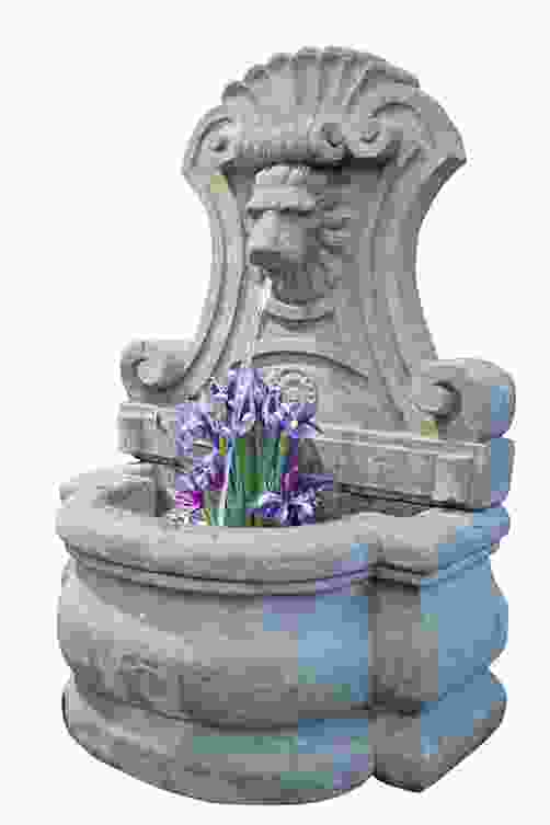 Large Venetian Lion Stone Wall Fountain